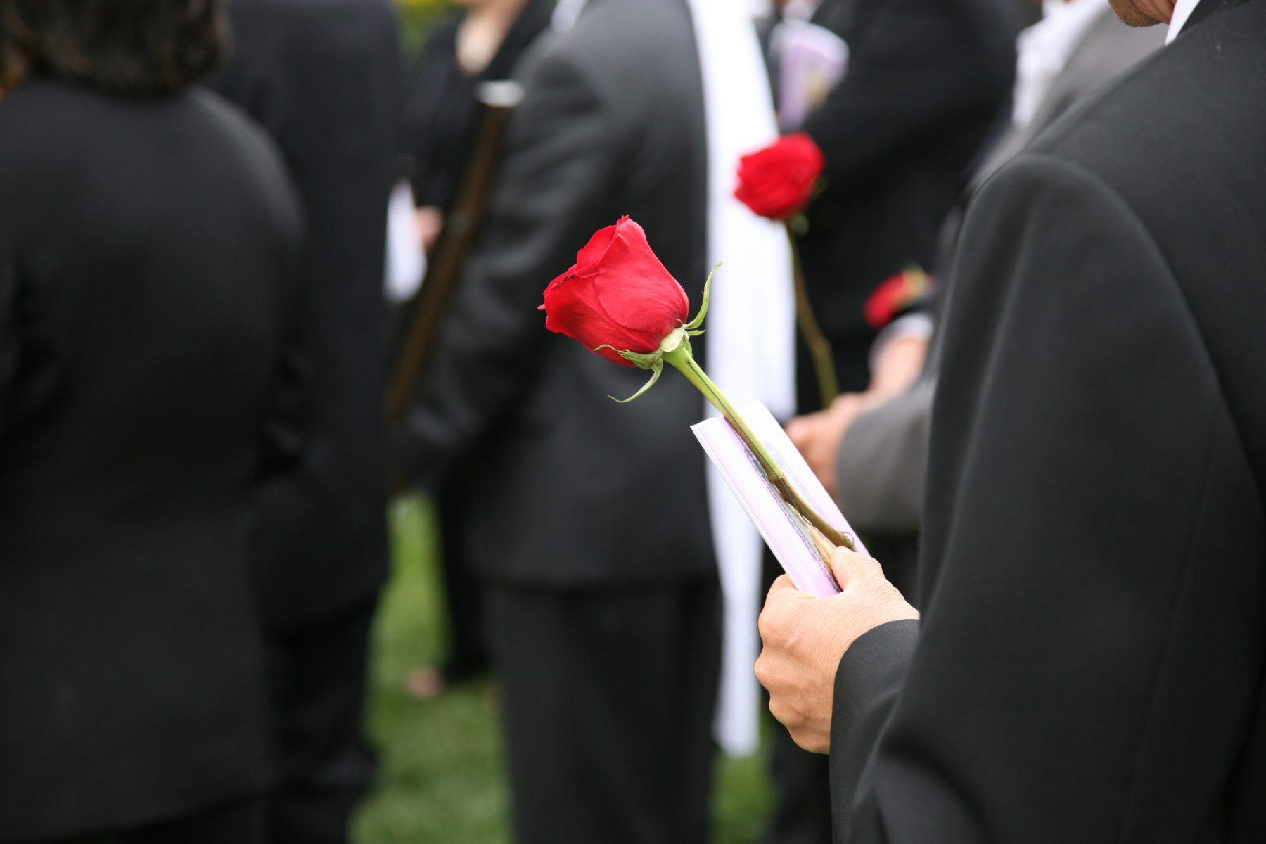 folk i begravelse