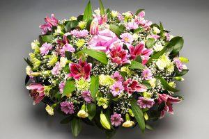 blomsteroppsats rosa grønn og gul